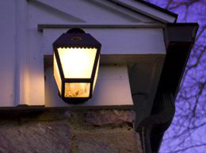 porch-light-667871-m