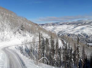 winding-road-in-the-snow-1141047-m