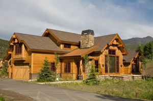 This home sits in the rocky mountains near Breckenridge, CO.